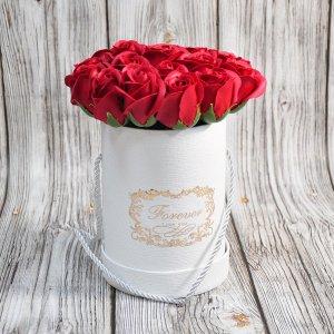 Композиция из мыльных роз красная