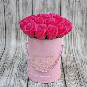 Композиция из мыльных роз малиновая