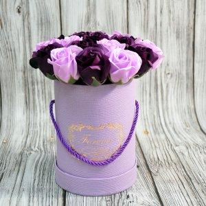 Композиция из мыльных роз розово-фиолетовая