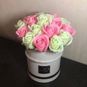 Композиция из мыльных роз розово-мятная