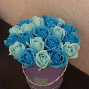 Композиция из мыльных роз сине-голубая