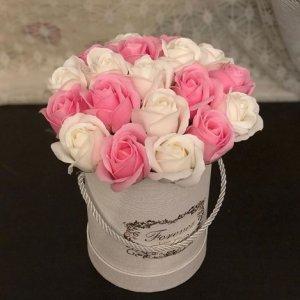 Композиция из мыльных роз (белый+светло-розовый)
