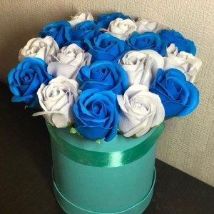 Композиция из мыльных роз (сине-белый)