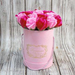 Композиция из мыльных роз красно-розовая