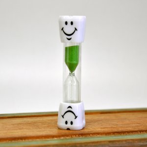 Детские песочные часы для чистки зубов салатовые 3 минуты