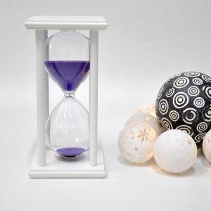 Песочные часы на подставке 30 минут бело-фиолетовые