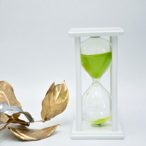 Песочные часы на подставке 30 минут бело-салатовые